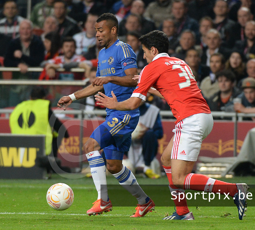 Benfica Lissabon - Chelsea FC : Ashley Cole and Andre Almeida (r).foto DAVID CATRY / Nikonpro.be