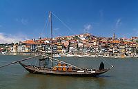 Portweinboote auf dem Douro in Porto, Portugal