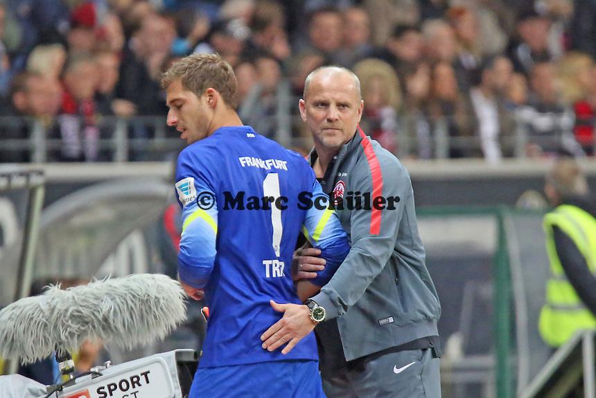 Kevin Trapp (Eintracht) wird verletzt ausgewechselt - Eintracht Frankfurt vs. 1. FSV Mainz 05, Commerzbank Arena