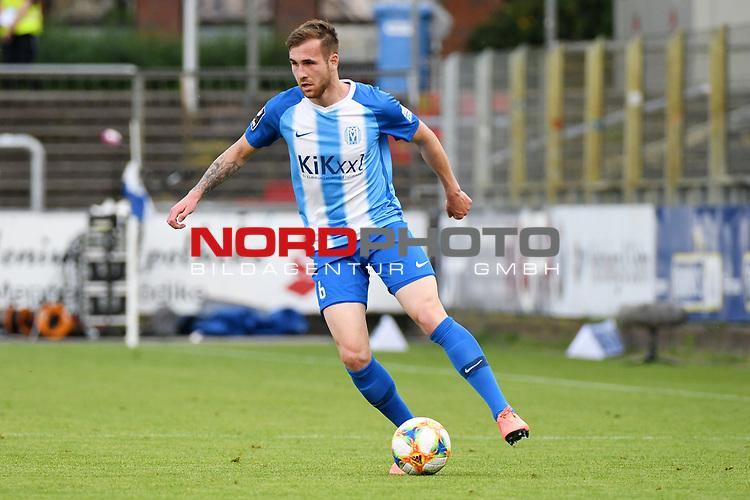 12.06.2020, Hänsch-Arena, Meppen, GER, 3.FBL, SV Meppen vs. Hallescher FC, <br /> <br /> im Bild<br /> Marco Komenda (SV Meppen, 6) am Ball.<br /> <br /> <br /> DFL REGULATIONS PROHIBIT ANY USE OF PHOTOGRAPHS AS IMAGE SEQUENCES AND/OR QUASI-VIDEO<br /> <br /> Foto © nordphoto / Paetzel