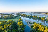 France, Cher (18), Apremont-sur-Allier, labellisé Plus Beaux Villages de France, l'Allier et les brumes du matin (vue aérienne)