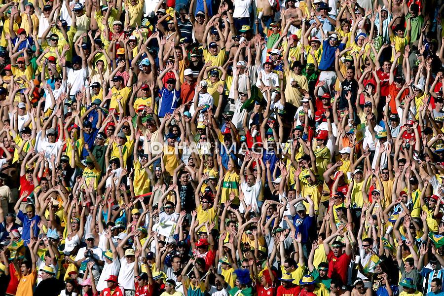Torcida de futebol entre seleção brasileira e paraguaios. RS. 2005. Foto de Daniel Augusto Jr.