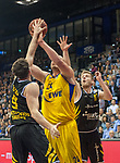 07.01.2018, EWE Arena, Oldenburg, GER, BBL, EWE Baskets Oldenburg vs WALTER Tigers T&uuml;bingen, im Bild<br /> Sid-Marlon THEIS (T&uuml;bingen #9 )<br /> Mathis M&Ouml;NNINGHOFF (T&uuml;bingen #17 )<br /> Rasid MAHALBASIC (EWE Baskets Oldenburg #24)<br /> Foto &copy; nordphoto / Rojahn