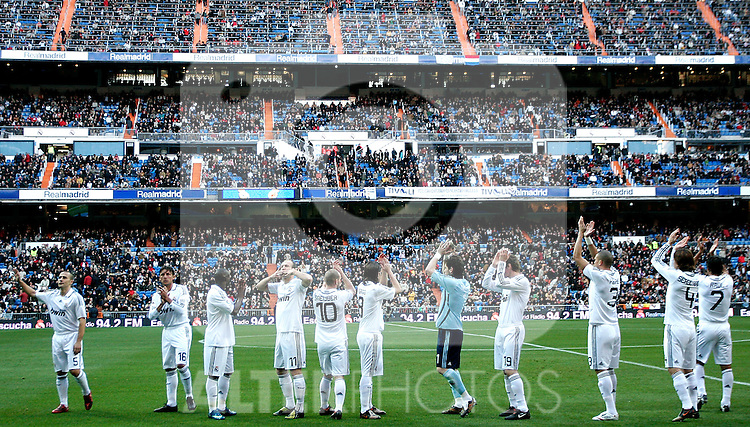 Real Madrid's players salute before La Liga match, January 04, 2009. (ALTERPHOTOS).