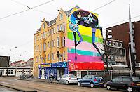 Nederland Amsterdam 2016.  Muurschildering van Rimon Guimaraes in de Schinkelbuurt