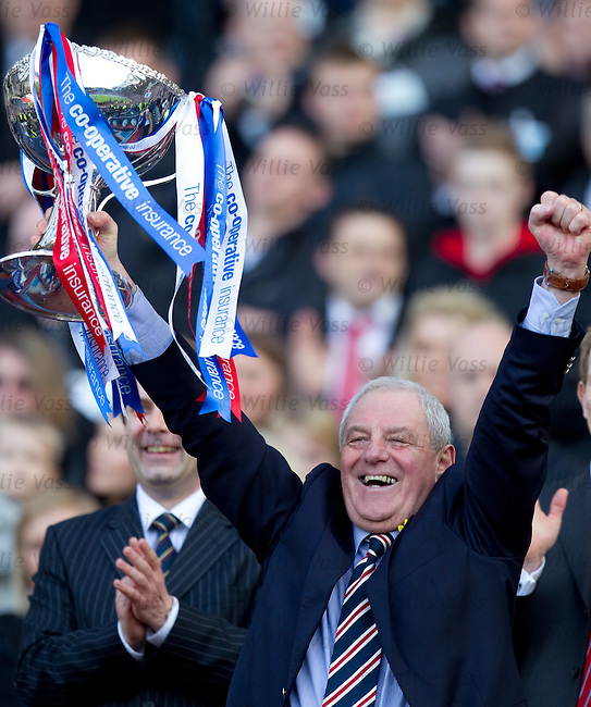 Walter Smith hoists aloft the Co_Operative Insurance League Cup, the first part of a domestic treble
