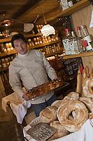 Europe/France/Rhône-Alpes/74/Haute-Savoie/Avoriaz: Jean Luc Woehl Fromager -Epicerie Fine- Produits savoyards : Le Garde Manger  et ses brioches