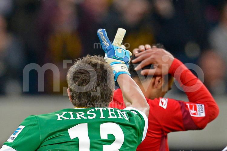 Fussball, 2. Bundesliga, Saison 2012/13, SG Dynamo Dresden - SC Paderborn, Freitag (03.05.13),  Dresdens Torwart Benjamin Kirsten jubelt nach seinem gehaltenen Elfmeter gegen Paderborns Mahir Saglik.