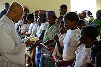 MADAGASCAR Mananjary, Vohilava, village Tanambao North, tribe Tanala, baptism in church  / MADAGASKAR Mananjary, Vohilava, Mission Walk, Dorf Tanambao Nord wo Menschen der Volksgruppe der Tanala leben, Sonntagsmesse, Taeuflinge vor der Taufe