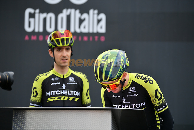 Simon Yates (GBR) and Mikel Nieve (ESP) Mitchelton-Scott at sign on before Stage 16 of the 2019 Giro d'Italia, running 194km from Lovere to Ponte di Legno, Italy. 28th May 2019<br /> Picture: Gian Mattia D'Alberto/LaPresse | Cyclefile<br /> <br /> All photos usage must carry mandatory copyright credit (© Cyclefile | Gian Mattia D'Alberto/LaPresse)