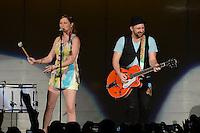 WEST PALM BEACH - JULY 29:  Jennifer Nettles and Kristian Bush of Sugarland perform at the Cruzan Amphitheatre on July 29, 2012 in West Palm Beach, Florida. ©mpi04/MediaPunch Inc *NOrtePhoto.com<br /> <br /> **SOLO*VENTA*EN*MEXICO**<br />  **CREDITO*OBLIGATORIO** *No*Venta*A*Terceros*<br /> *No*Sale*So*third* ***No*Se*Permite*Hacer Archivo***No*Sale*So*third*©Imagenes*con derechos*de*autor©todos*reservados*.