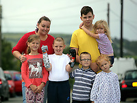 Pictured: Alan Gifford (C) with his mum Hannah Jones (TOP L), older brother Jordan Heard (TOP R) and brothers and sisters, Isabelle, Liam and Madison and Lacey Carey (held by her brother). Friday 18 August 2017<br /> Re: 11 year old Alan Gifford who has two prosthetic arms, Loughor near Swansea, Wales, UK.