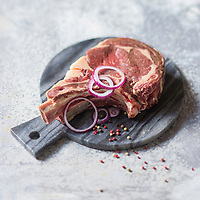 Europe,France, Midi-Pyrénées, Aveyron, 12, Aubrac, Laguiole: Côte de Boeuf Fermier Aubrac Label Rouge // Europe, France, Midi Pyrénées,Aveyron, Aubrac, Laguiole  : Beef rib,  Aubrac breed Bovine - Stylisme : Valérie LHOMME