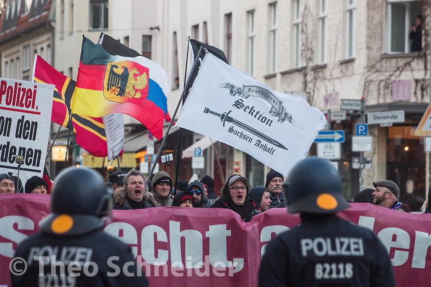 """Fahne der Gruppierung """"Freikorps"""" // Rund 300 Rechte, darunter Neonazis und AfD-Anhänger, versammelten sich unter dem Motto """"Nein zur GroKo"""" in Berlin."""