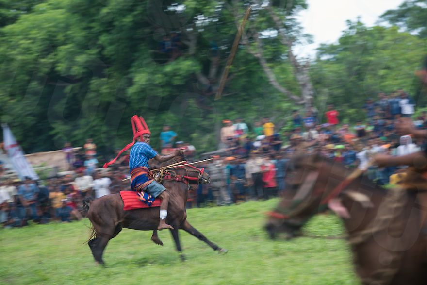 March 29, 2016 - Wainyapu (Indonesia). A rider throwns a spear towards an opponent. Riders are grouped into 2 teams, based on their traditional clans. The aim of the Pasola is to throw blunted wooden spears at the opposition riders while trying to avoid their counter attacks. © Thomas Cristofoletti / Ruom