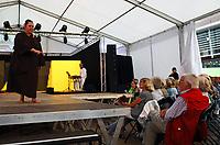 Gro&szlig;-Gerau 24.08.2018: Volk im Schloss<br /> B&uuml;chner-B&uuml;hne Riedstadt tritt bei Volk im Schloss auf<br /> Foto: Vollformat/Marc Sch&uuml;ler, Sch&auml;fergasse 5, 65428 R'heim, Fon 0151/11654988, Bankverbindung KSKGG BLZ. 50852553 , KTO. 16003352. Alle Honorare zzgl. 7% MwSt.