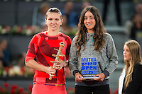Romanian Simona Halep and the winner of the sub16 championship Lucia Cortez during WTA Finals Mutua Madrid Open Tennis 2016 in Madrid, May 07, 2016. (ALTERPHOTOS/BorjaB.Hojas) /NortePhoto.com
