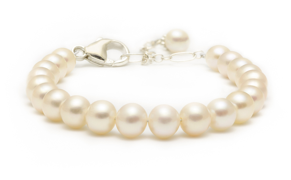 pearl bracelet, white back ground, live workshop