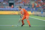 The Hague, Netherlands, June 06: Constantijn Jonker #27 of The Netherlands looks to pass during the field hockey group match (Men - Group B) between Germany and The Netherlands on June 6, 2014 during the World Cup 2014 at Kyocera Stadium in The Hague, Netherlands. Final score 0-1 (0-1) (Photo by Dirk Markgraf / www.265-images.com) *** Local caption ***
