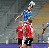 Serdar Dursun (SV Darmstadt 98) beim Kopfball gegen Marc Stendera (Hannover 96)<br /> <br /> - 14.06.2020: Fussball 2. Bundesliga, Saison 19/20, Spieltag 31, SV Darmstadt 98 - Hannover 96, emonline, emspor, <br /> <br /> Foto: Marc Schueler/Sportpics.de<br /> Nur für journalistische Zwecke. Only for editorial use. (DFL/DFB REGULATIONS PROHIBIT ANY USE OF PHOTOGRAPHS as IMAGE SEQUENCES and/or QUASI-VIDEO)