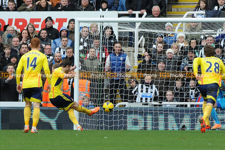 Fabio Borini of Sunderland scores the opening goal of the game - Newcastle United vs Sunderland - Barclays Premier League Football at St James Park, Newcastle upon Tyne - 01/02/14 - MANDATORY CREDIT: Steven White/TGSPHOTO - Self billing applies where appropriate - 0845 094 6026 - contact@tgsphoto.co.uk - NO UNPAID USE