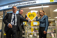 """Die Berliner Verkehrsbetriebe bauen ihr kostenloses WLAN-Angebot """"BVG Wi-Fi"""" aus.<br /> Dr. Sigrid Evelyn Nikutta, Vorstandsvorsitzende und Vorstand Betrieb der BVG, Dr. Matthias Kollatz-Ahnen, Finanzsenator und BVG-Aufsichtsratsvorsitzender, und Henner Bunde, Staatssekretaer in der Senatsverwaltung für Wirtschaft, Technologie und Forschung, stellten am 27. Juli 2016 im Bahnhof Zoo die Ausbauplaene vor. Fast 30 BVG-Bahnhoefe haben bislang kostenfreies WiFi, ein Projekt mit kostenfreiem WiFi in BVG-Bussen ist in der Testphase.<br /> Im Bild vlnr.: Matthias Kollatz-Ahnen, Finanzsenator; Henner Bunde, Staatssekretaer; Sigrid Evelyn Nikutta, BVG-Vorstandsvoritzende.<br /> 27.7.2016, Berlin<br /> Copyright: Christian-Ditsch.de<br /> [Inhaltsveraendernde Manipulation des Fotos nur nach ausdruecklicher Genehmigung des Fotografen. Vereinbarungen ueber Abtretung von Persoenlichkeitsrechten/Model Release der abgebildeten Person/Personen liegen nicht vor. NO MODEL RELEASE! Nur fuer Redaktionelle Zwecke. Don't publish without copyright Christian-Ditsch.de, Veroeffentlichung nur mit Fotografennennung, sowie gegen Honorar, MwSt. und Beleg. Konto: I N G - D i B a, IBAN DE58500105175400192269, BIC INGDDEFFXXX, Kontakt: post@christian-ditsch.de<br /> Bei der Bearbeitung der Dateiinformationen darf die Urheberkennzeichnung in den EXIF- und  IPTC-Daten nicht entfernt werden, diese sind in digitalen Medien nach §95c UrhG rechtlich geschuetzt. Der Urhebervermerk wird gemaess §13 UrhG verlangt.]"""