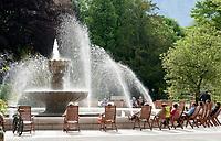 Deutschland, Bayern, Oberbayern, Berchtesgadener Land, Bad Reichenhall: Solebrunnen im Koeniglichen Kurpark | Germany, Bavaria, Upper Bavaria, Berchtesgadener Land, Bad Reichenhall: Brine Fountain at Royal Spa Gardens