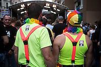 Berlin,  Ein Paar am Samstag (15.06.13) in Berlin, bei der Eröffnung des schwul-lesbischen Stadtfestes. Foto: Maja Hitij/CommonLens