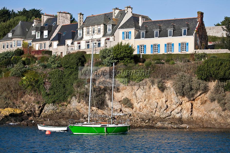 Europe/France/Bretagne/35/Ille et Vilaine/Saint-Malo/Saint-Servan-sur-mer: le port et la Côte rocheuse et ses villas