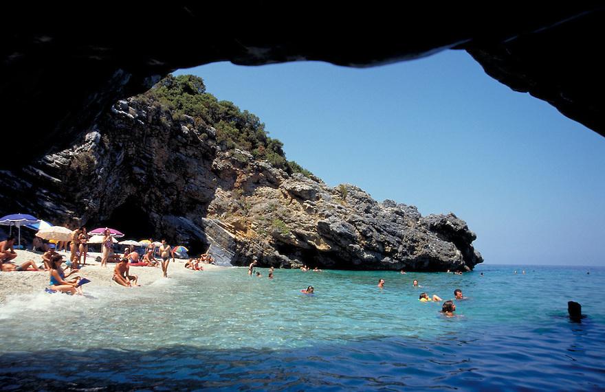 Griekenland, 2000. .Dieverse beelden aan de kust, toerisme, water, strand, strandjes, kust, zwemmen..Foto (c) Michiel Wijnbergh