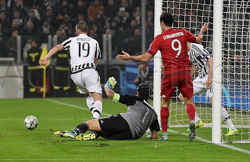 23.02.2016. Turin, Italy. UEFA Champions League football. Juventus versus Bayern Munich.  Leonardo Bonucci (Juventus Turin), Gianluigi Buffon (Juventus), Manuel Neuer (FC Bayern Mun), Juan Cuadrado (Juventus Turin)