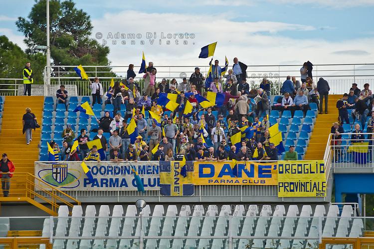 PESCARA (PE) 04/11/2012: 11a DI CAMPIONATO SERIE A PESCARA - PARMA 2 - 0. NELLA FOTO I TIFOSI DEL PARMA. FOTO DILORETO ADAMO