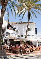 ESP, Spanien, Andalusien, Provinz Málaga, Costa del Sol, Puerto Banús bei Marbella: Yachthafen, Anlaufpunkt des Jetsets, der Stars und Sternchen - Promenade, Cafes | ESP, Spain, Andalusia, Costa del Sol, Puerto Banús near Marbella: yacht harbour - promenade, cafes