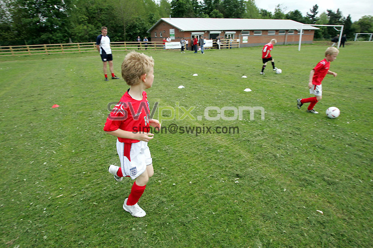 Pix: Fabio De Paola/SWPix. Football Foundation, The opening of the new pavillion at Asfordby playing fields for Mowbray Rangers Football Club, 3/6/05..COPYRIGHT PICTURE>>SIMON WILKINSON>>01943 608782>>..The opening of the new pavillion at Asfordby playing fields for Mowbray Rangers Football Club.