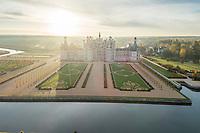 France, Loire-et-Cher (41), Chambord, château de Chambord, la façade nord-ouest et le Cosson en automne (vue aérienne)