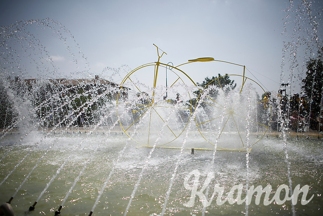 Already at the start all riders wished they could ride through this fountain in the start town of Muret with the heat already well over 32°C (and climbing to 36°C along the way)<br /> <br /> stage 13: Muret - Rodez<br /> 2015 Tour de France