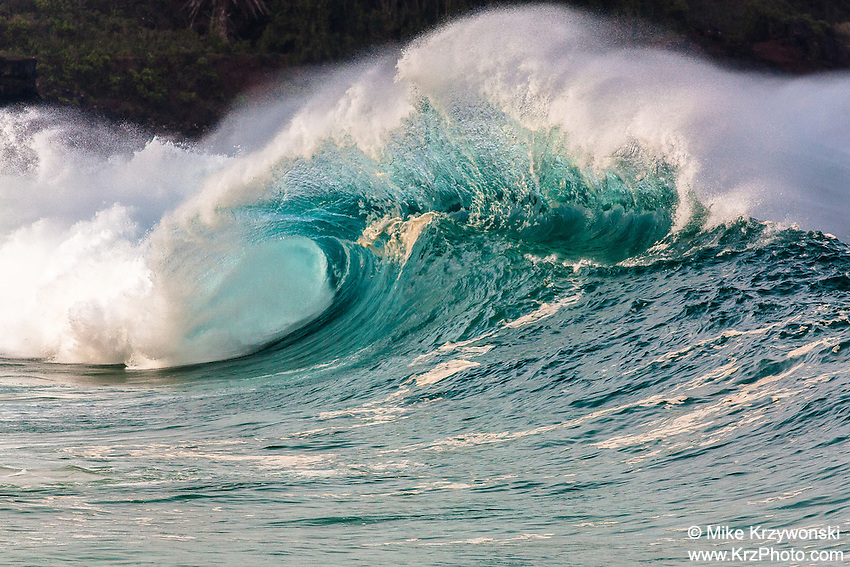 A large hollow wave breaking at Waimea Shorebreak in Waimea Bay on the North Shore of O'ahu