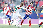 Atletico de Madrid's Angel Correa (l) and Oliver Torres (r) and Granada Club de Futbol's Adalberto Penaranda during La Liga match. April 17,2016. (ALTERPHOTOS/Acero)