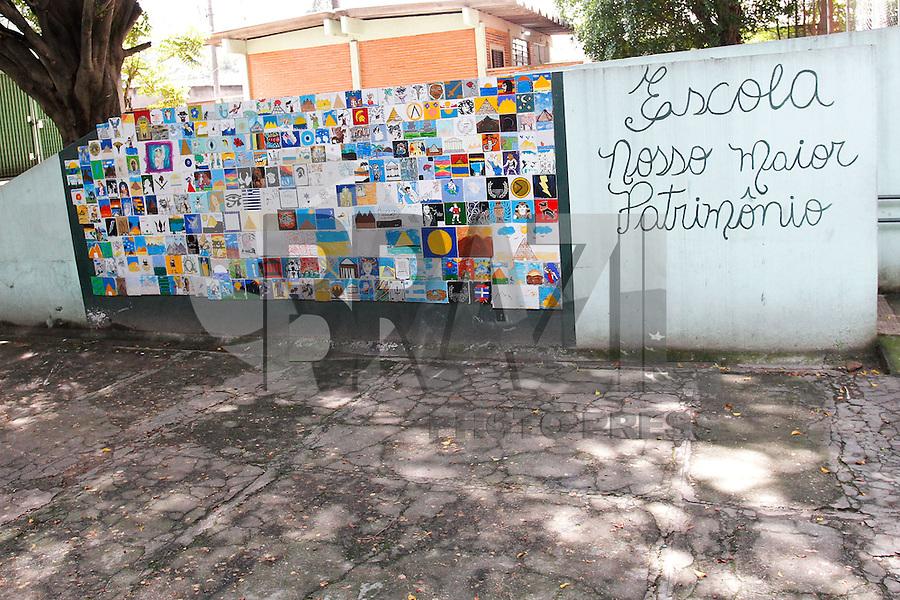 SÃO PAULO,SP, 14.11.2015 - PROTESTO-ESTUDANTES - Integrantes do MTST ocupam a Escola Estadual Comendador Miguel Maluhy, no bairro de Campo Limpo, na zona sul de São Paulo, em ato contra o fechamento de escolas e o plano de reestruturação do ensino proposto pelo governo Geraldo Alckmin (PSDB) para 2016, neste sábado (14). (Foto: Douglas Pingituro/Brazil Photo Press)