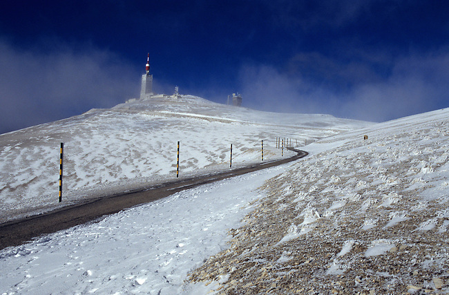 Vaucluse, France. Le mont Ventoux sous la neige *** The mont Ventoux under snow. France, Vaucluse.