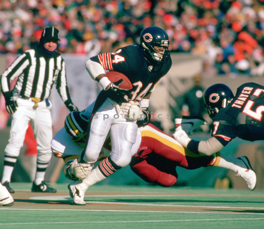 Chicago Bears Walter Payton (34) during a game from his 1988 season with the Chicago Bears. Walter Payton played for 13 years, all with the Bears, was a 9-time Pro Bowler and was inducted to the Pro Football Hall of Fame in 1993.(SportPics)