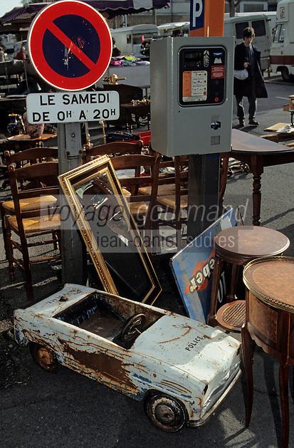 Europe/France/Pays de la Loire/49/Maine-et-Loire/Angers: Marché à la brocante - jouet d'enfant et vieux meubles