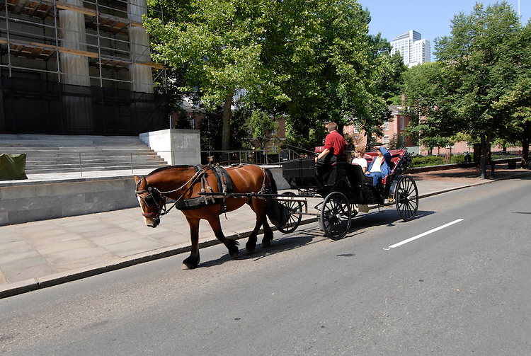 Horse carts in historic area..Philadelphia, Pennsylvania, PA USA.  Photo copyright Lee Foster, 510-549-2202, lee@fostertravel.com, www.fostertravel.com. Photo 287-30712