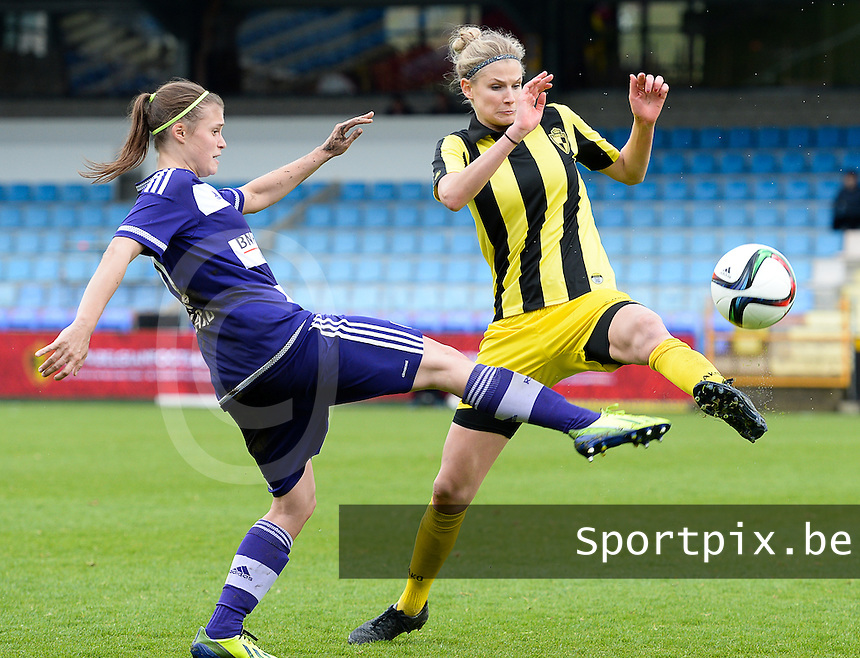 20160417 - WESTERLO , BELGIUM : Lierse's Justine Vanhaevermaet (right) pictured in a duel with Anderlecht's Anaelle Wiard (left) during the final of Belgian cup 2016 , a soccer women game between SK Lierse Dames and RSC Anderlecht  , in stadion Het Kuipje Westerlo , sunday 17 th April 2016 . PHOTO SPORTPIX.BE / DAVID CATRY