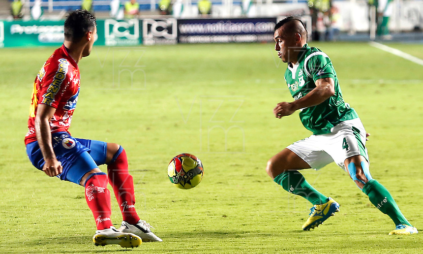 CALI -COLOMBIA-16-11-2013. Vladimir Marin (der.)del Deportivo Cali disputa el balón con Juan Camilo Perez (Izq.) del Deportivo Pasto durante partido válido por la fecha 1 de los cuadrangulares de la Liga Postobón II 2013 jugado en el estadio Pascual Guerrero de la ciudad de Cali./ Deportivo Cali player Vladimir Marin (R) fights for the ball with Deportivo Pasto player Juan Camilo Perez (L) during match valid for the 1th date of the quadrangulars of Postobon League II 2013 played at Pascual Guerrero stadium in  Cali city.Photo: VizzorImage/Juan C. Quintero/STR