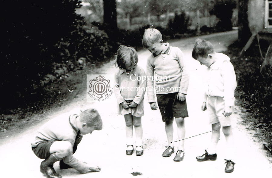 Local children play 'dobbers' or marbles in Killarney in the 1930's.. Photo: macmonagle.com archive