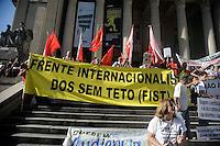 RIO DE JANEIRO, RJ, 06 DE JUNHO 2013 - PROTESTO MEIO AMBIENTE  -Ato expõe ficha criminal dos representantes do governo do Estado do Rio de Janeiro nesta quinta-feira (6), nas escadarias da Assembleia Legislativa do Estado Rio de Janeiro (ALERJ) no centro do Rio de Janeiro (RJ). As instituições convocaram todos os movimentos que vem sofrendo algum tipo de agressão socioambiental provocada pelos representantes do governo em atendimento aos eventos que irão ocorrer no Estado do Rio. Foto: Ingrid Cristina / Brazil Photo Press.