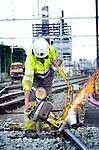 UTRECHT - Op het Centraaal Station in Utrecht werken medewerkers van BAM Rails aan het aansluiten van het bestaande spoornet aan de nieuwe sporen bij Lunetten. In opdracht van ProRail is het treinverkeer tussen Utrecht en Den Bosch vanaf vrijdagavond tot stopgezet om oud spoor op te breken, ballast te storten en nieuw spoor aan te sluiten. De werkzaamheden horen bij de uitbreiding van het Utrechtse spoor waarbij 80 kilometer nieuw spoor en7 nieuwe stations verrijzen die ondermeer nodig zijn voor het bouw van het regionale spoornet Randstadspoor. COPYRIGHT TON BORSBOOM