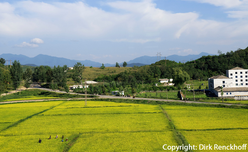 Fahrt in die Myohyang-Berge, Nordkorea, Asien<br /> On the way to the Myohyang Mountains, North Korea, Asia