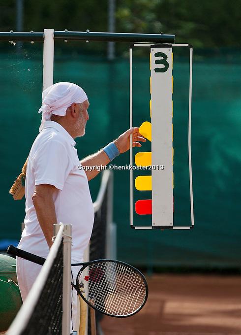 2013,August 21,Netherlands, Amstelveen,  TV de Kegel, Tennis, NVK 2013, National Veterans Tennis Championships,   setting the score<br /> Photo: Henk Koster